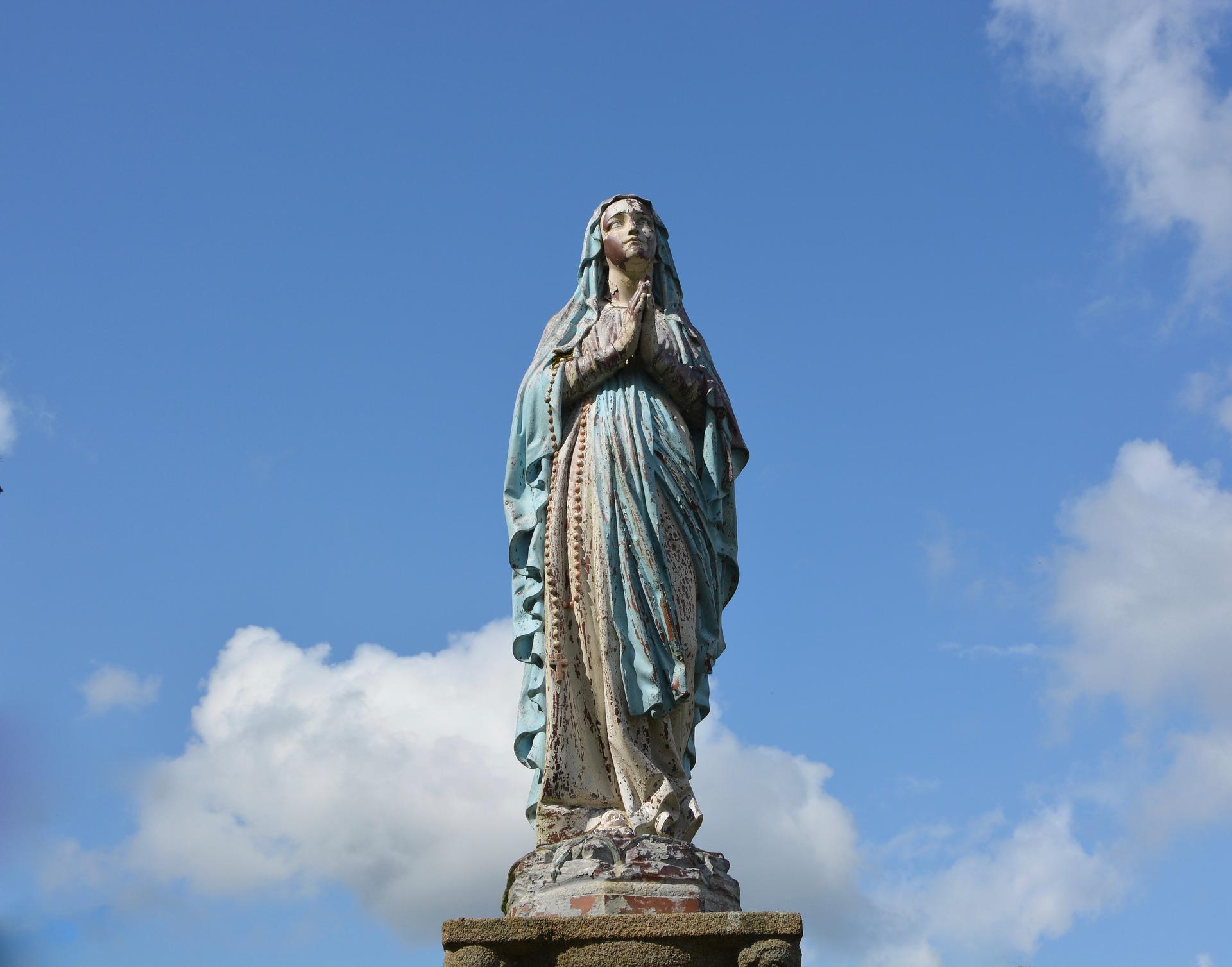 statue-holy-virgin