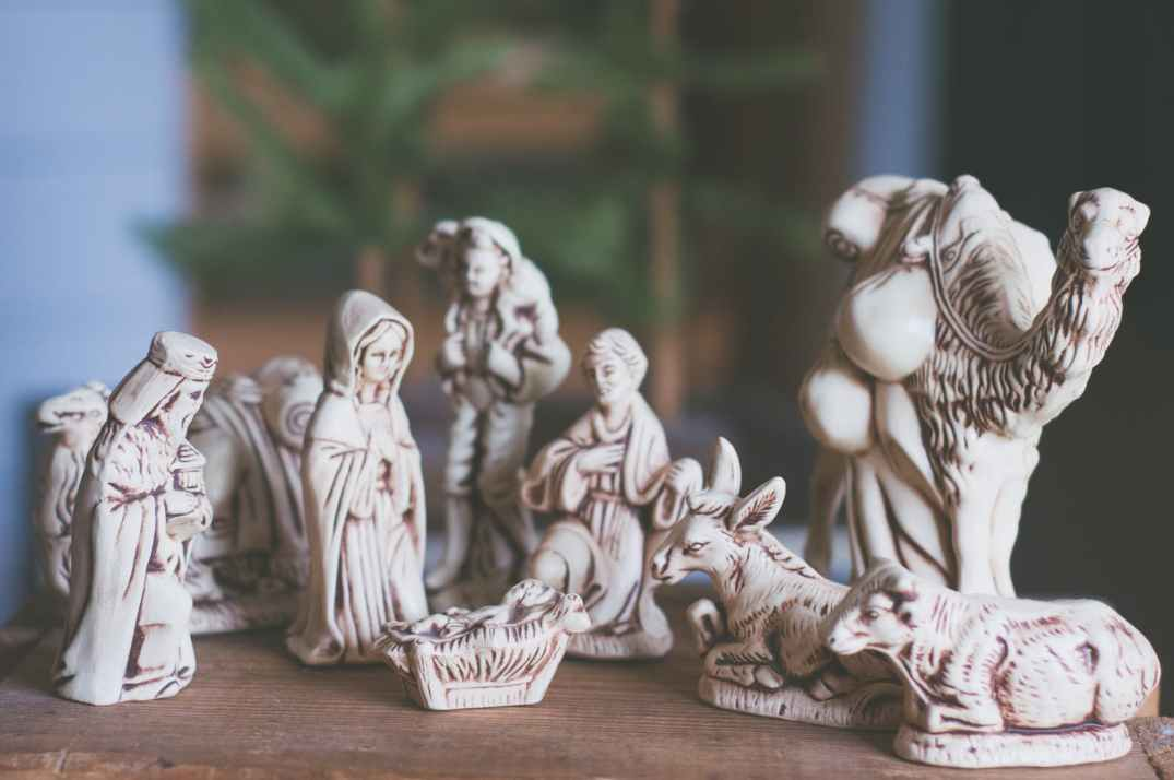 nativity scene table decor